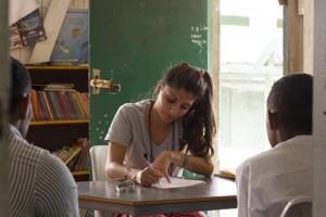 Global medicine alumna Rasa Rafie interviews Fijian schoolchildren about nutrition, sugar consumption and health on the island of Malolo. (Photo/Courtesy Evan Schell)